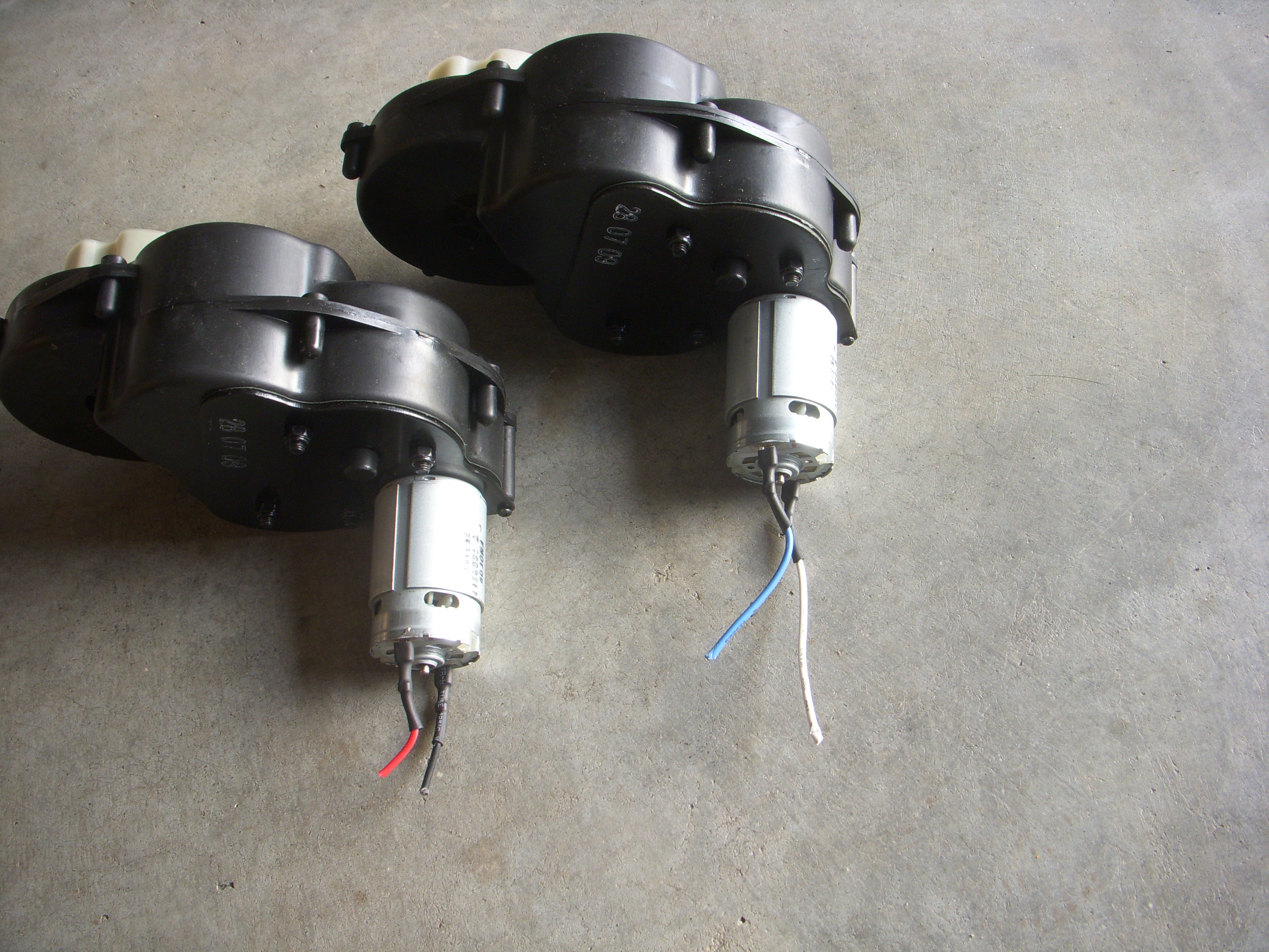 KidTrax Police Dodge Charger Gearboxes(2)
